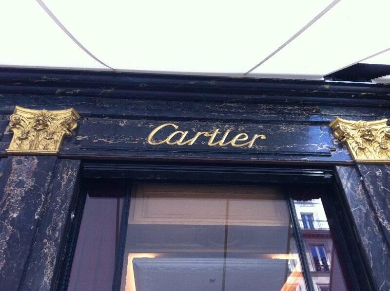 Il rivestimento esterno del negozio di Cartier a Parigi