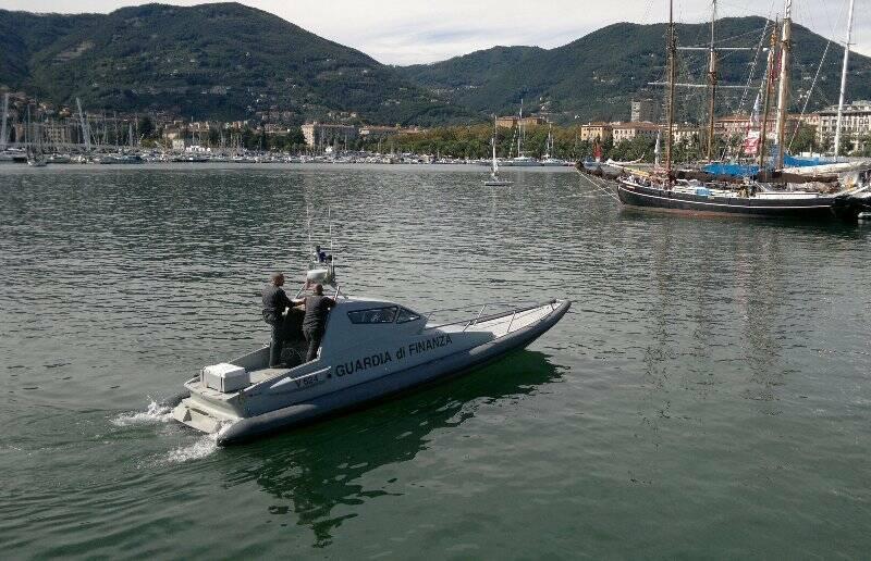 Guardia di Finanza in mare