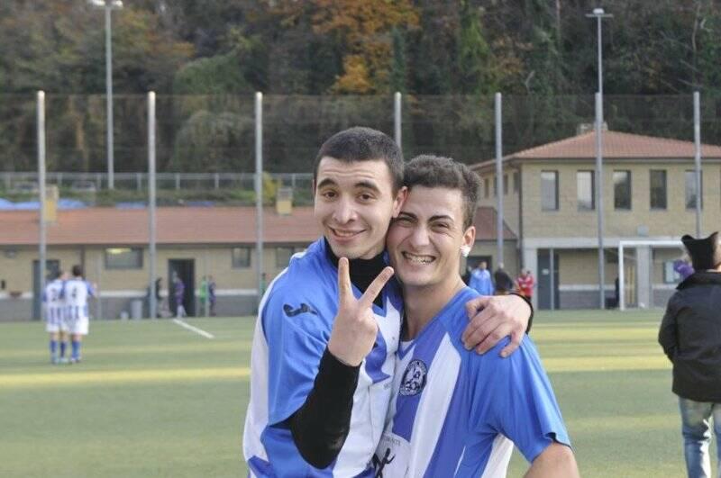 Colombo del Cuore, Grinta & Sciacchetrà festeggia il gol vittoria sul Vecchietto City.