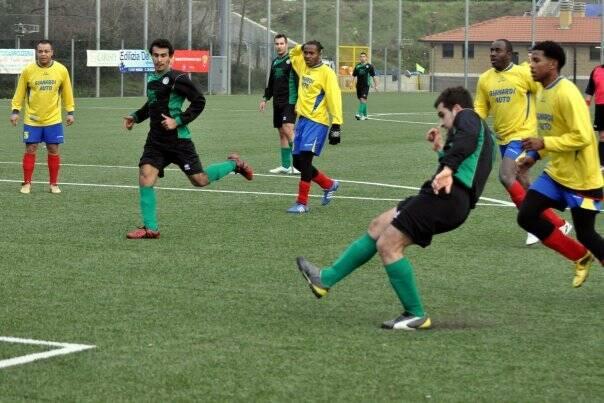 """Saimir """"Miri"""" Sula in una foto d'archivio sempre in maglia Atletico Spezia."""