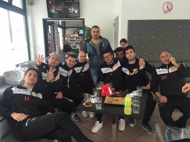L'Atletico Tresana, capolista in II Serie, festeggia una vittoria.