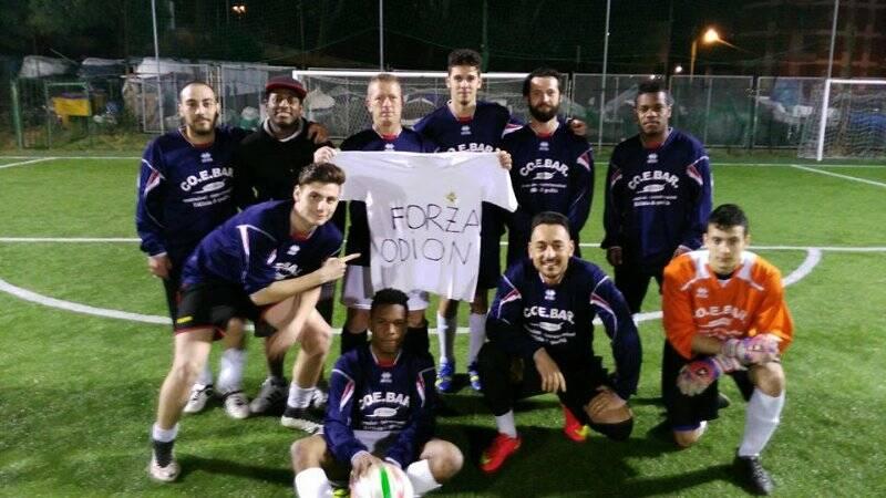 Nella foto la dedica dei calciatori dell'Endas La Spezia