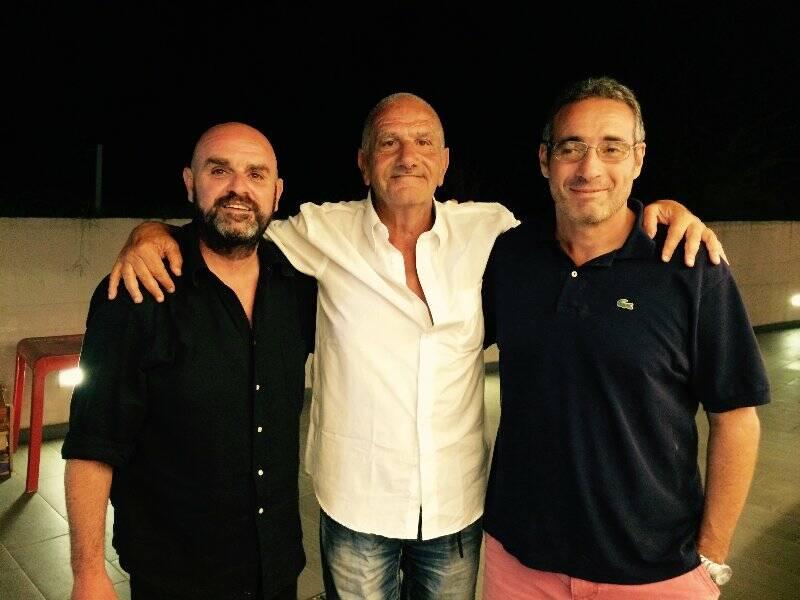 Il presidente Adolfo Toso in mezzo ai due allenatori Gianmarco Caroli e Luca Torri.