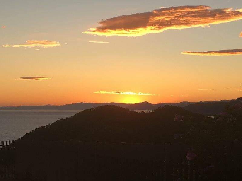 Costa ligure al tramonto
