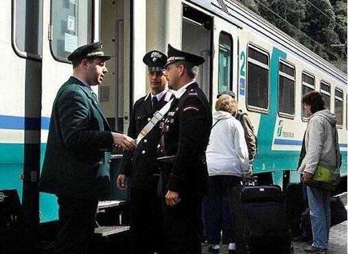 Controlli dei Carabinieri sui treni