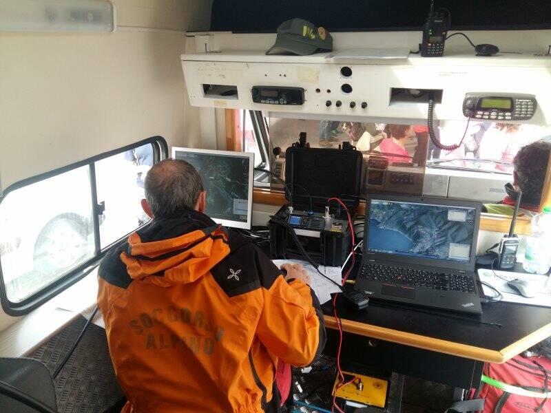 Il Centro Coordinamento Ricerche mobile del cnsas Liguria, testato durante Schiacchetrail