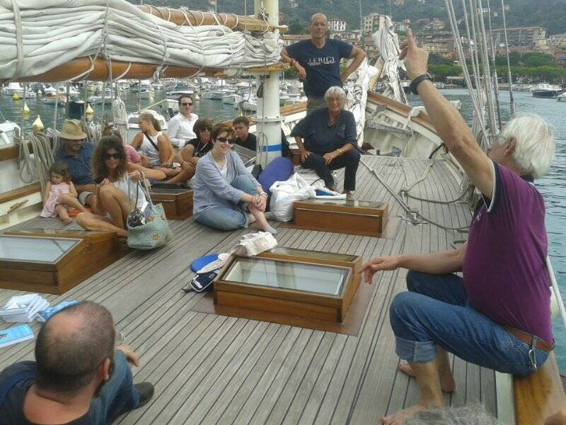 ll'imbarco dei piccoli Lupi di Mare e lettori e scrittori in barca