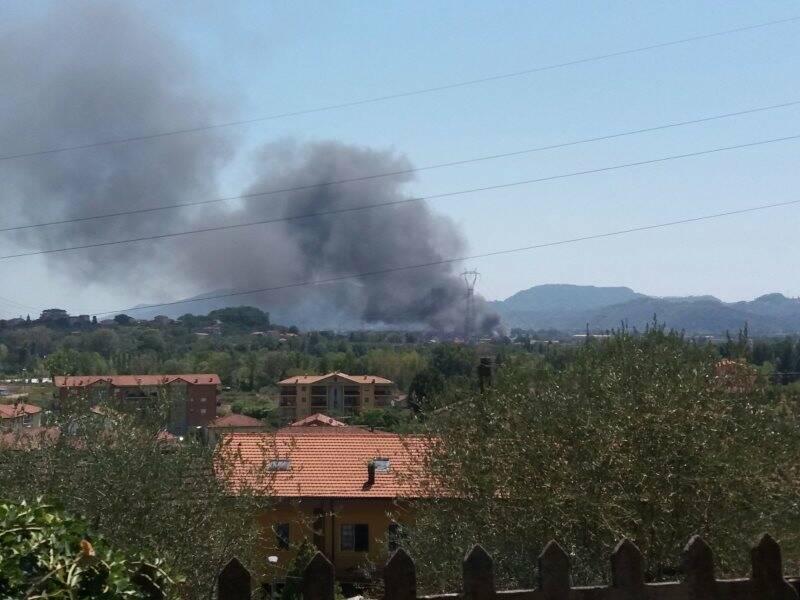 Incendio nei pressi dello stabilimento San Ginese