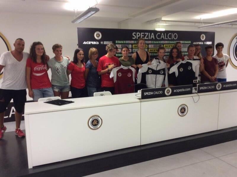 Nella foto alcune calciatrici dell'ASD Spezia Calcio Femminile