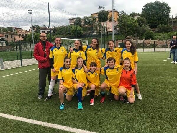 La formazione dell'Isa 7 Formentini - Fontana di calcio a 5 impegnata ai nazionali studenteschi.