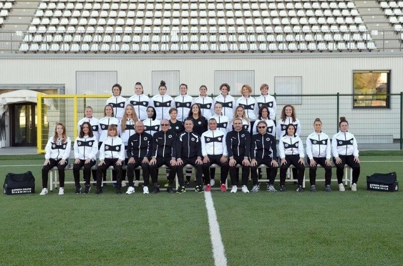 La rosa e lo staff dello Spezia Calcio Femminile.
