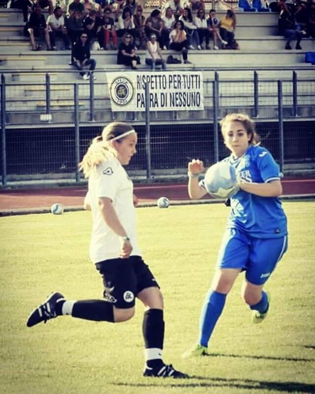 Nella foto in maglia bianca Giorgia Alberici dello Spezia Calcio