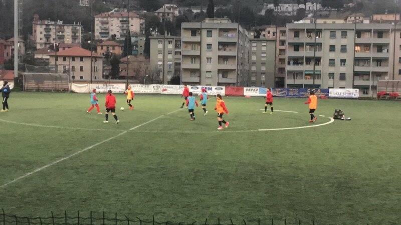 Un allenamento delle giovani calciatrici Under 12 del Genoa.