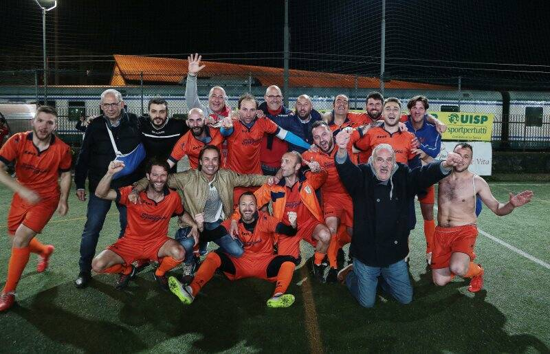 La Locanda Alinò festeggia la vittoria del Titolo Provinciale di Calcio a 7 della Uisp della Spezia e Valdimagra.
