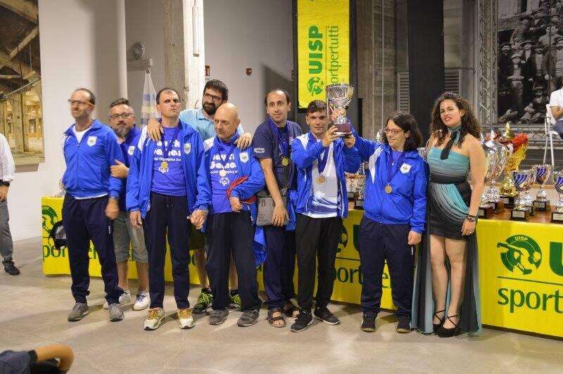 """L'associazione """"Nessuno Escluso"""" premiata durante la serata della Uisp della Spezia e Val di Magra all'ex Ceramica Vaccari a Santo Stefano Magra."""
