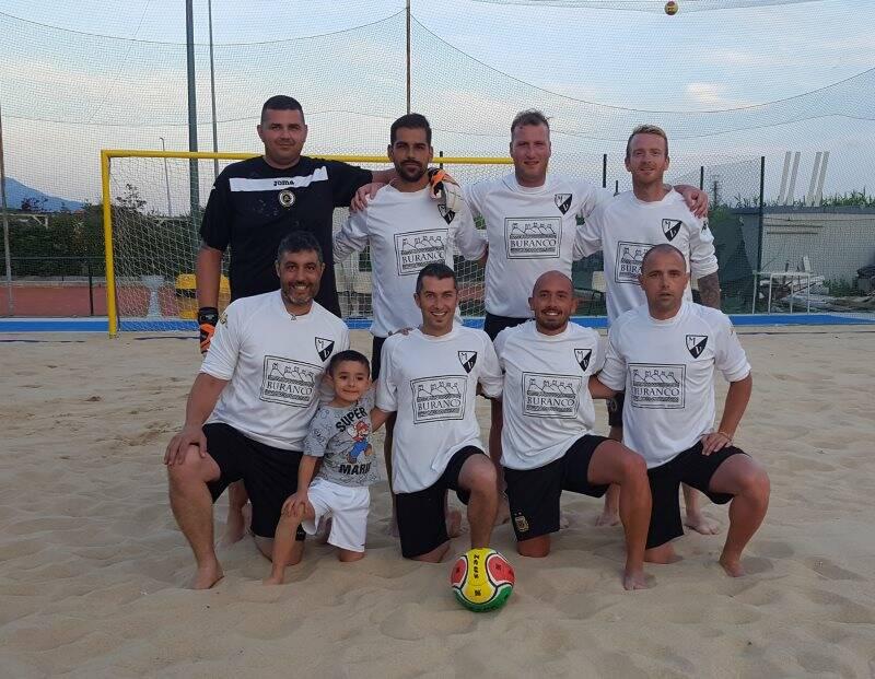 Una delle formazioni partecipanti al torneo di Beach Soccer di Luni Mare.