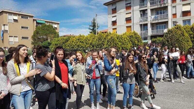 Flash Mob del libro nel cortile del Fossati Da Passano