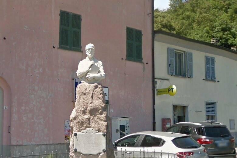 Il busto di Giuseppe Mazzini alla Foce