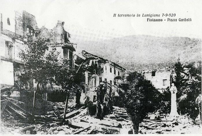 Fivizzano, Piazza Garibaldi distrutta dal terremoto del 1920