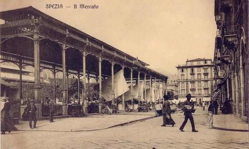 Piazza del mercato nel 1917