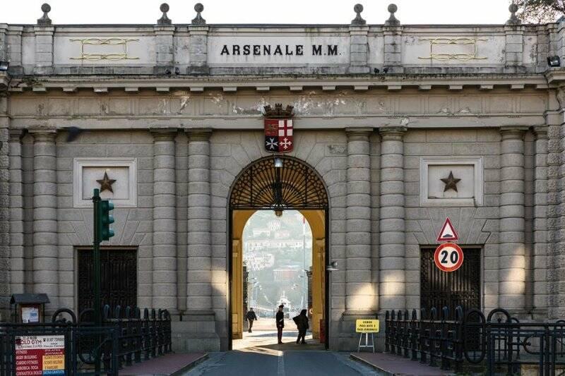 L'ingresso principale dell'arsenale militare