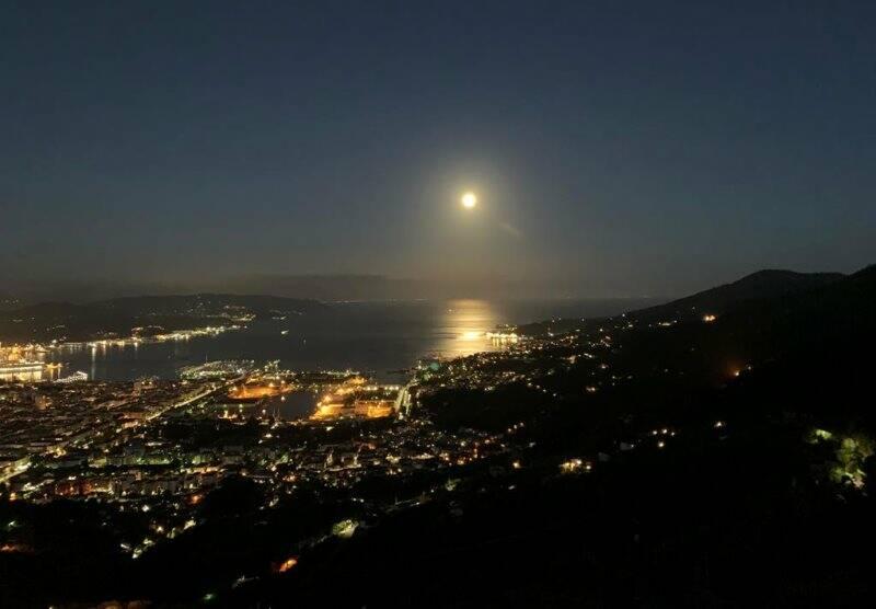 Panorama notturno della città