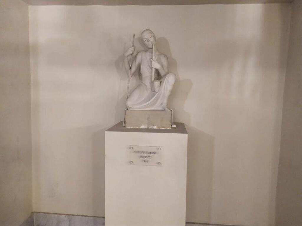 Teatro civico, la statua di Tabacco di Augusto Magli