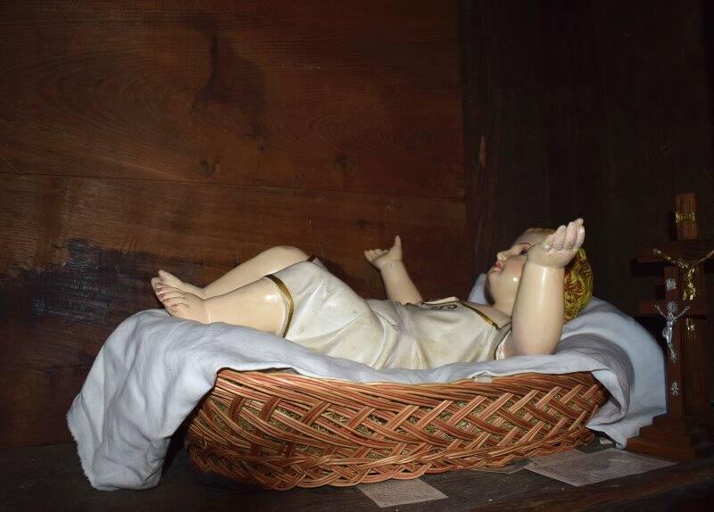Teviggio di Varese Ligure, statua del presepe fotografata in un armadio della sacrestia (2020)