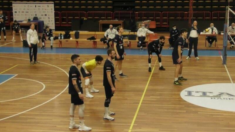 Coach Berti sullo sfondo, Puccetti, Briata, Lanzoni, Briglia, Raso e Biasotto