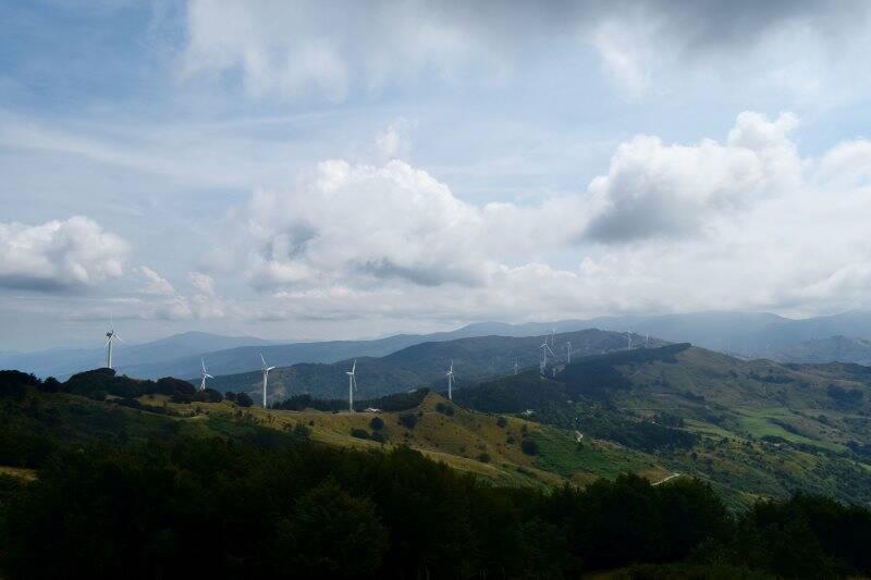 Veduta del Passo delle Cento Croci e del Passo della Cappelletta dall'Alta Via dei Monti Liguri (2020)