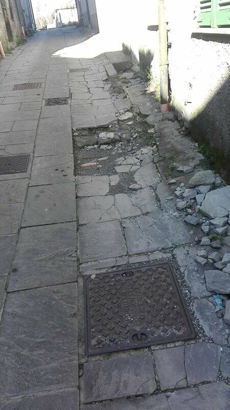 Ecco le condizioni della strada comunale di Riccó del golfo