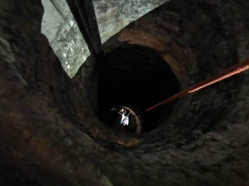 Gli speleologi nel pozzo degli Impavidi