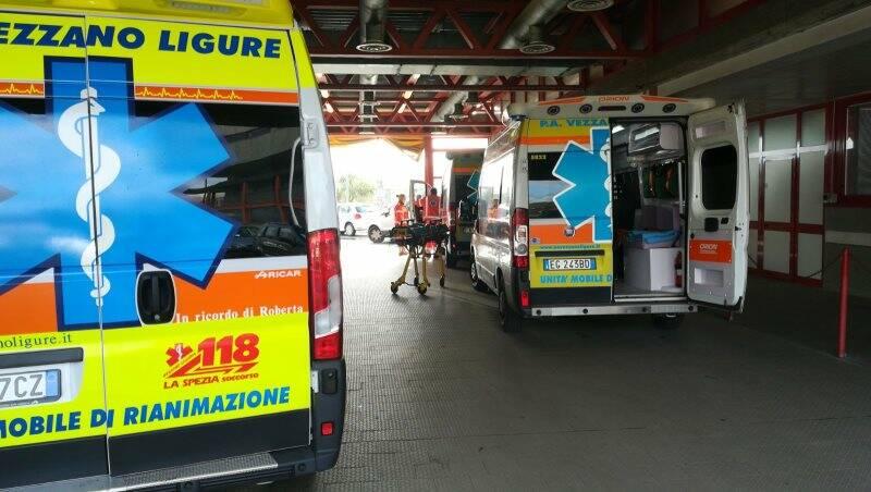 Ambulanze della Pubblica assistenza di Vezzano al Pronto soccorso di Sarzana