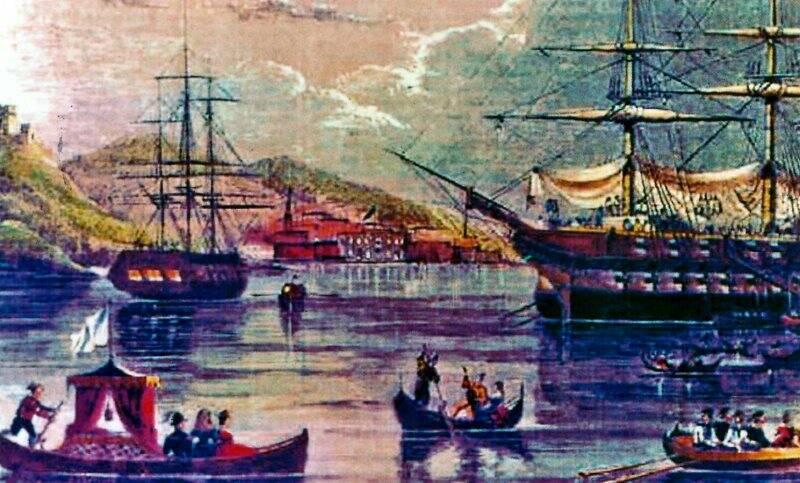 Navi americane alla fonda, scialuppe con a bordo gli invitati, la città lontana