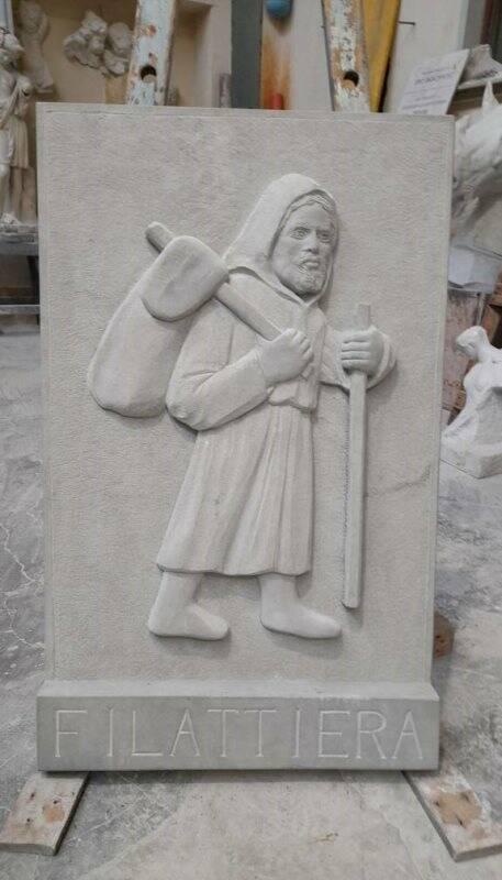 Via Francigena, gli studenti scolpiscono i pellegrini in formelle di arenaria
