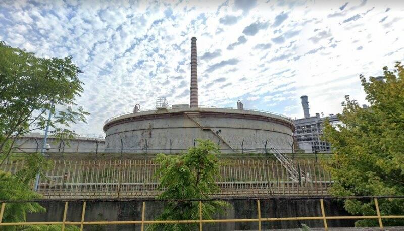 Centrale Enel, i vecchi serbatoi dell'olio combustibile