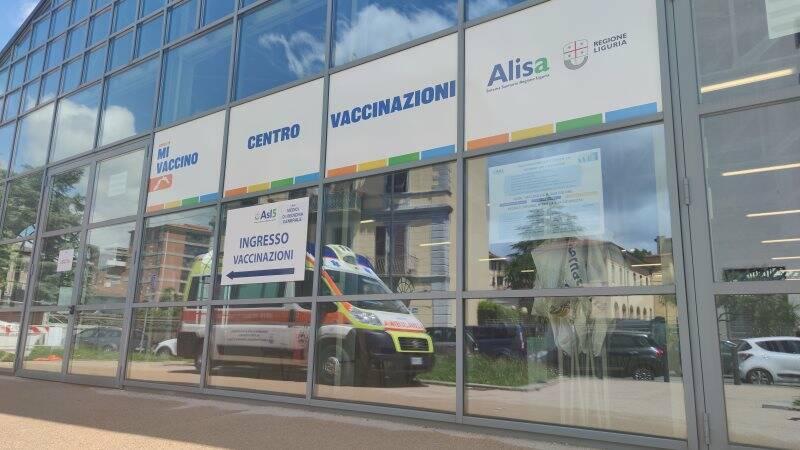 Hub vaccinale nel deposito ex Fitram