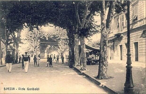Un'immagine di Viale Garibaldi ai primi del '900 proveniente dalla collezione di Stefano Finauri