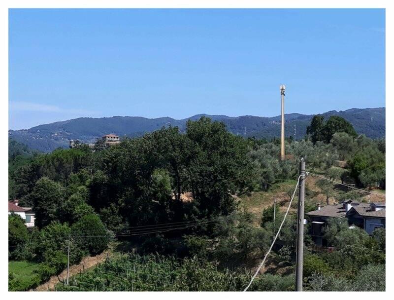 Foto inserimento antenna alla Fortezza di Sarzanello