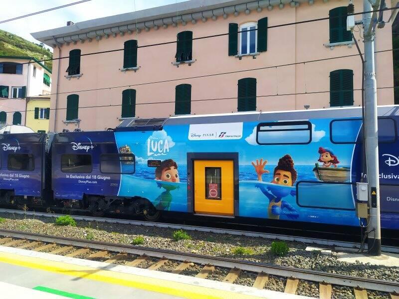 Il treno dedicato a Luca nella stazione di Riomaggiore