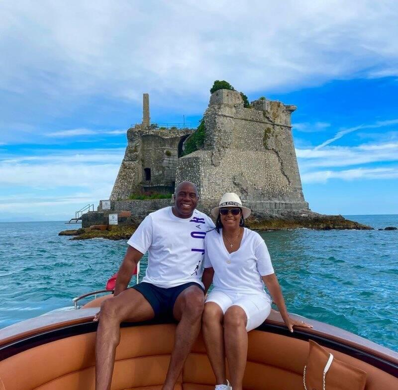 Magic Johnson e la moglie Cookie a Porto Venere (foto instagram)