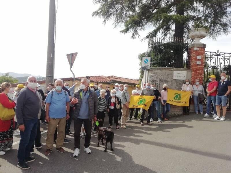 Passeggiata di sensibilizzazione contro il progetto edificatorio in Salita Canata a Lerici.
