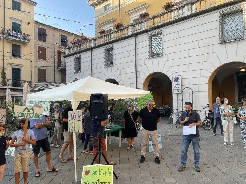 Protesta contro l'antenna