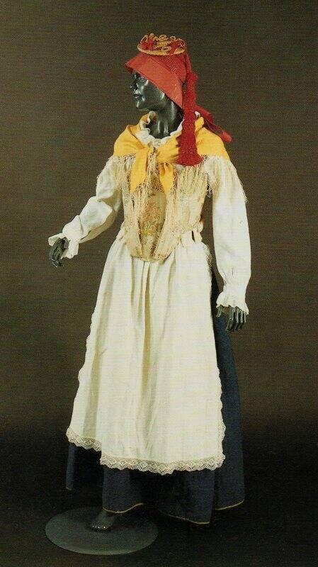 Abito femminile della Spezia - secc. XVIII e XIX - La Spezia, Museo Etnografico, Collezione Podenzana (foto Giorgio Pagano)