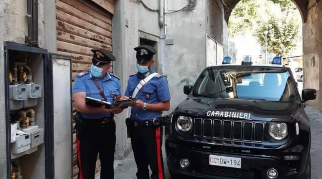 Carabinieri controllano contatore
