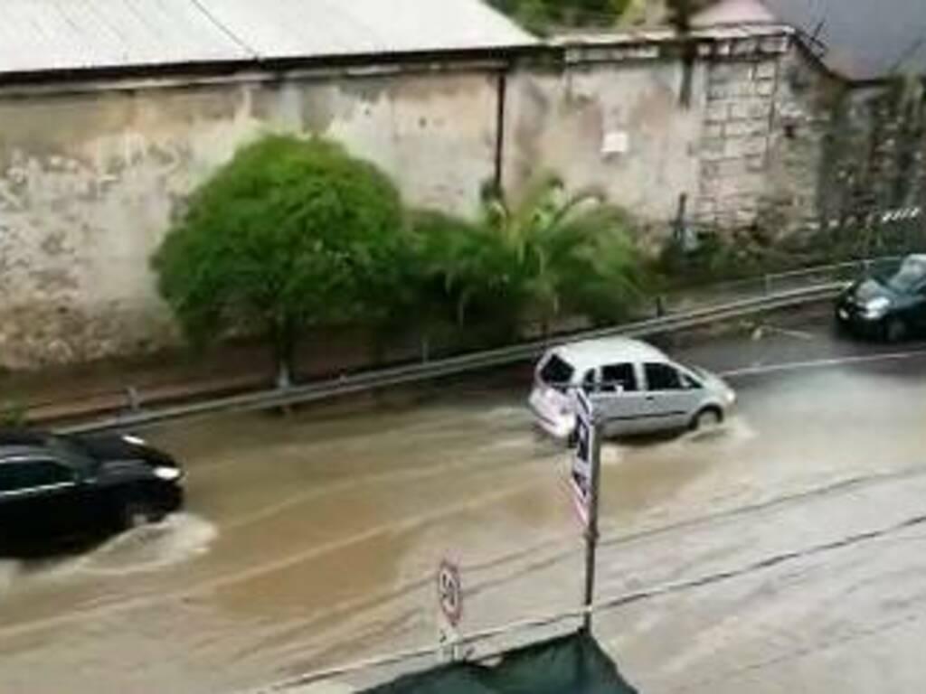 Il guado della auto a Porta Marola