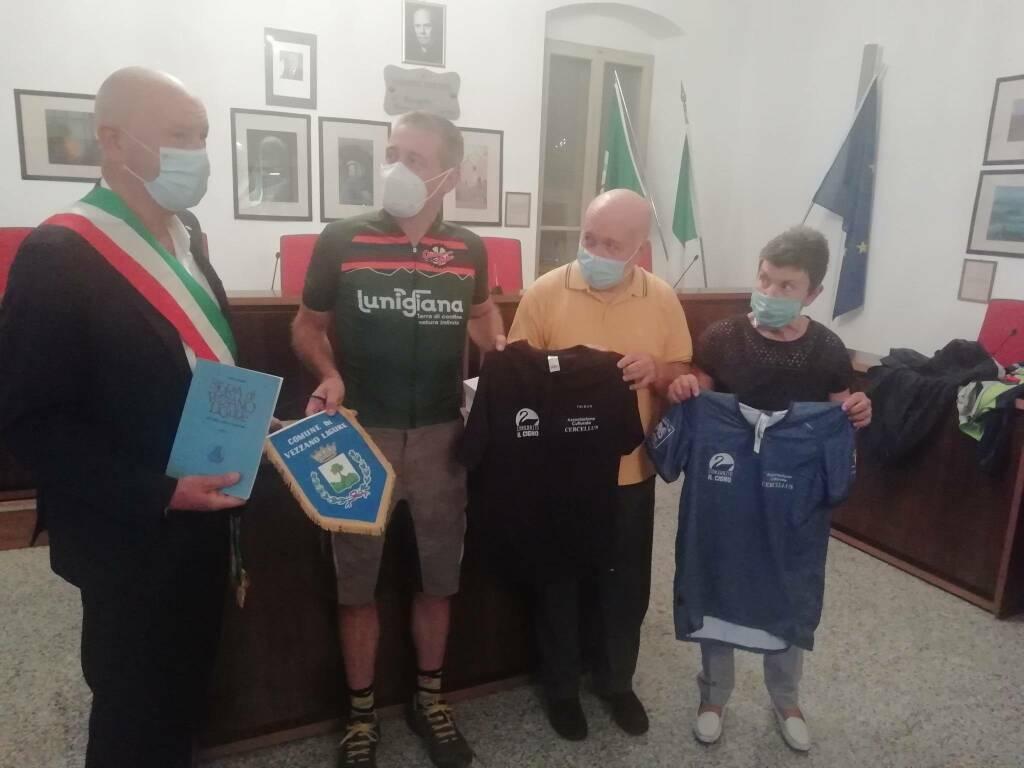 Il sindaco Bertoni, il biker Leoncini, il presidente Zaccone, la presidente Ferdeghini