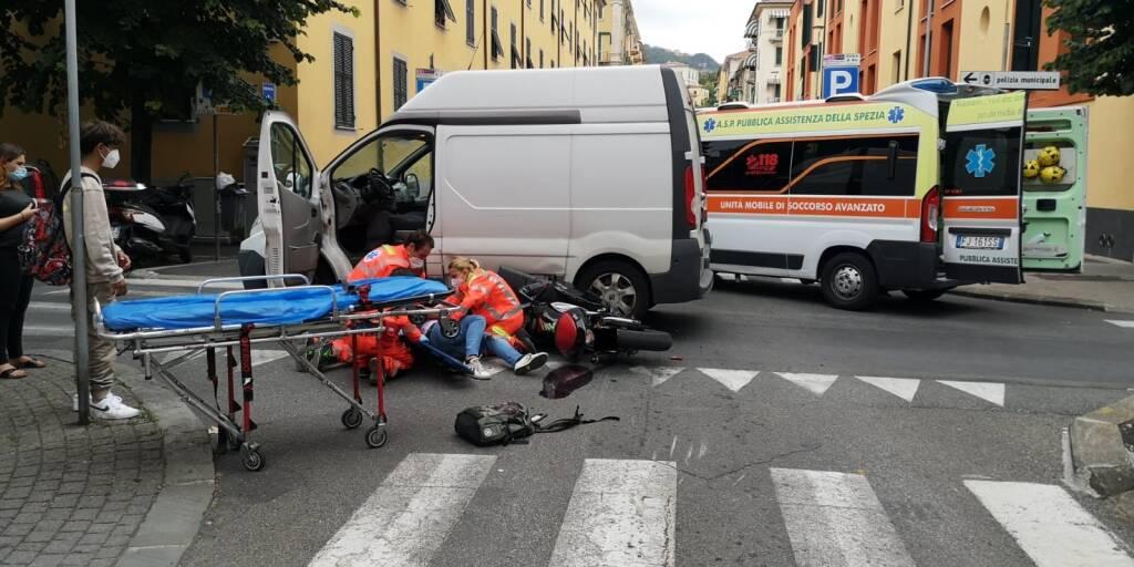Incidente stradale all'incrocio tra Via Venezia e Via La Marmora