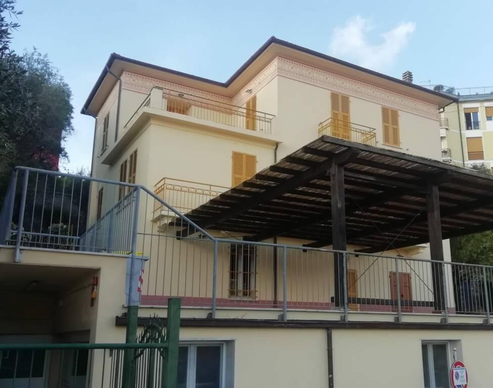 La ex scuola Augenti, ora sede dell'Urbanistica