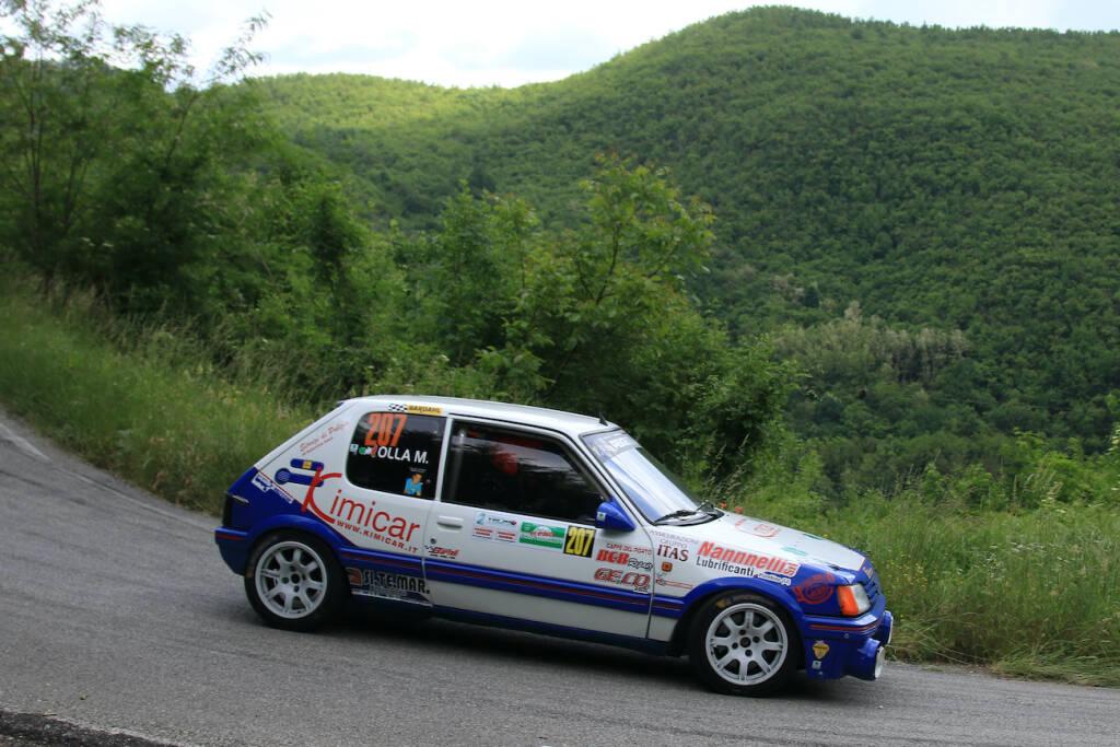 La Peugeot 205 di Efisio Gamba in azione al Rally degli Abeti